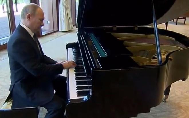 Putin the hien tai piano o nha rieng ong Tap Can Binh hinh anh
