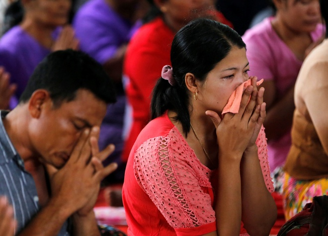 Nuoc mat trong le hoa thieu nan nhan vu roi may bay Myanmar hinh anh