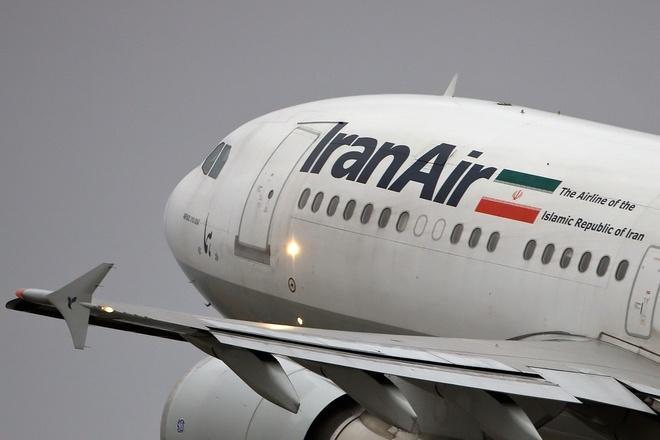 Iran dua may bay cho luong thuc den Qatar anh 1