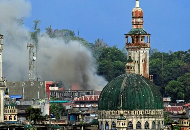 Ket thuc lenh ngung ban, Marawi lai chim trong bom dan hinh anh