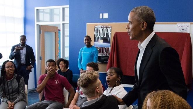 Obama bat ngo ghe tham truong hoc o Washington DC hinh anh 1