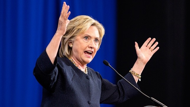Ba Clinton chi trich chinh sach Iran va Trieu Tien cua ong Trump hinh anh