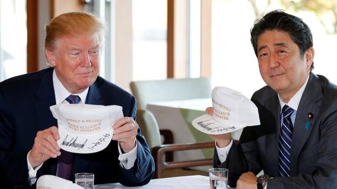 Trump va Abe: Bua trua kieu My va ngoai giao san golf hinh anh