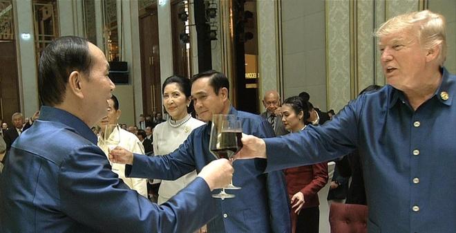 Chu tich nuoc Tran Dai Quang chu tri tiec chieu dai lanh dao APEC hinh anh