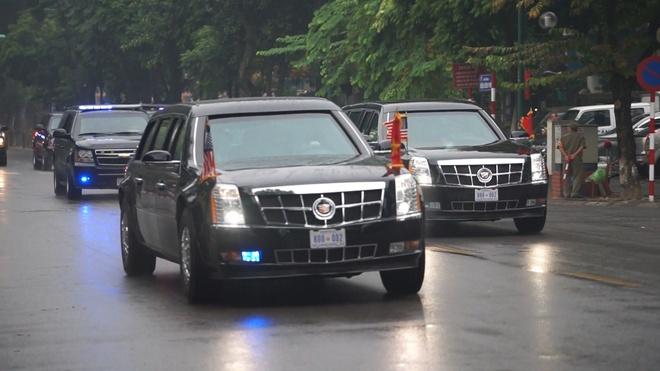 Doan xe ho tong Tong thong Trump roi Ha Noi hinh anh