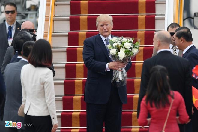 Tong thong Trump roi Ha Noi, ket thuc chuyen tham Viet Nam hinh anh 58