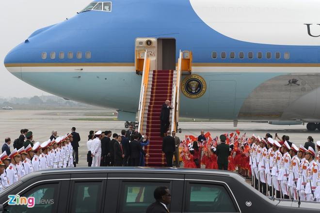 Tong thong Trump roi Ha Noi, ket thuc chuyen tham Viet Nam hinh anh 57