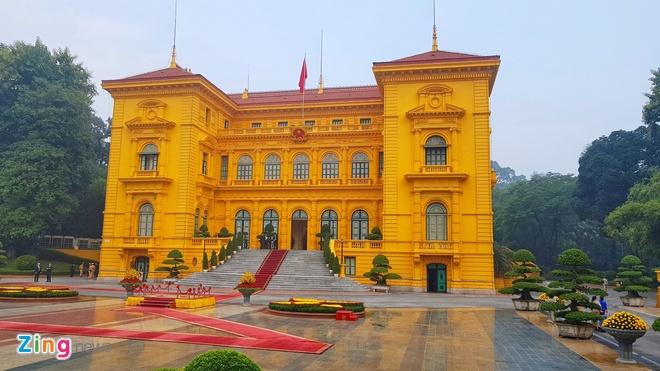 Tong thong Trump roi Ha Noi, ket thuc chuyen tham Viet Nam hinh anh 3