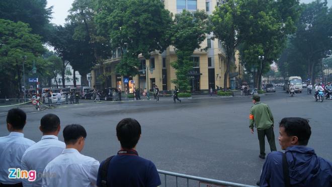 Tong thong Trump roi Ha Noi, ket thuc chuyen tham Viet Nam hinh anh 5