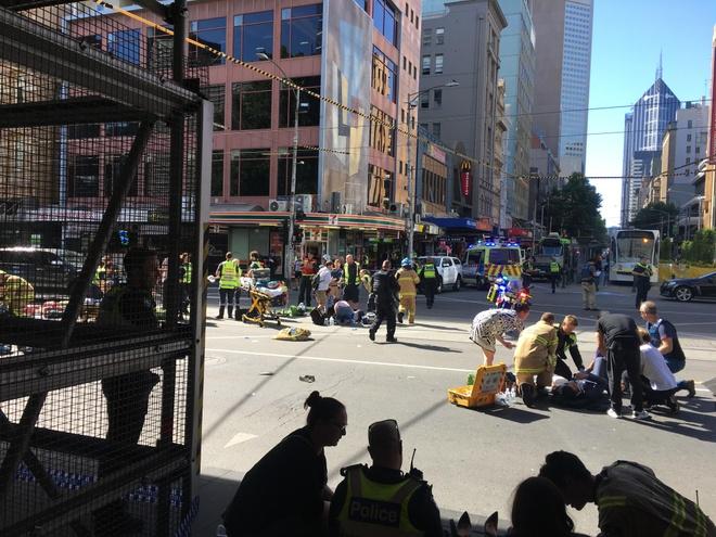 Australia: Oto lao vao dam dong, it nhat 12 nguoi bi thuong hinh anh 2