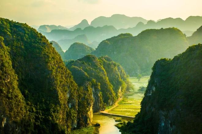 Ninh Binh phan dau don 1,5 trieu luot khach quoc te hinh anh 1