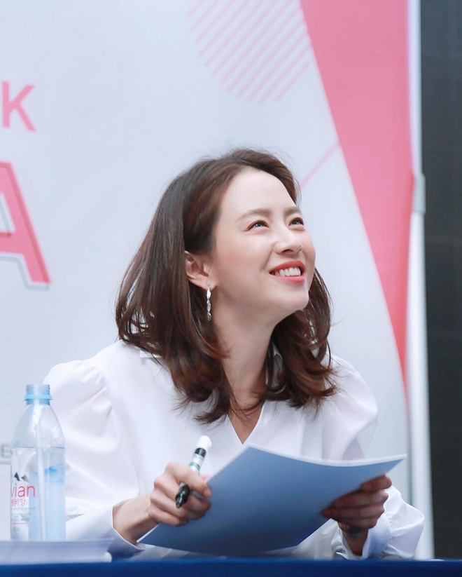 Bi kip giu nhan sac tre dep nhu gai doi muoi cua Song Ji Hyo hinh anh 4