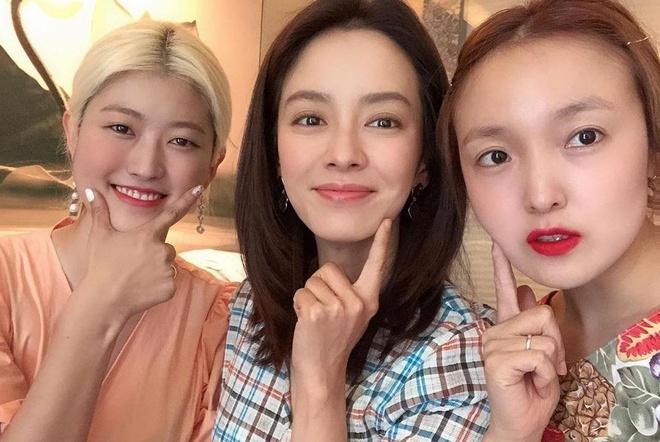 Song Ji Hyo hoan thanh thu thach trang diem trong 10 phut hinh anh