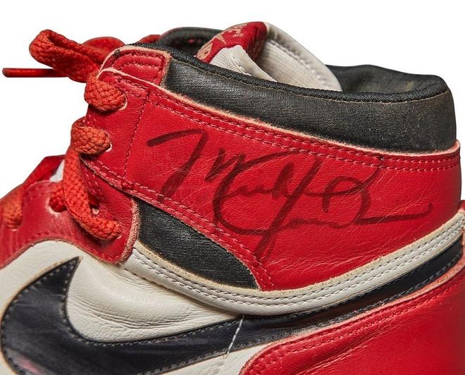 Giay cua Michael Jordan duoc ban gia cao nhat trong lich su hinh anh 2 jordan_2.jpg