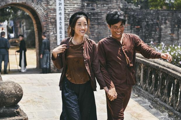 Hoa hau Do My Linh duoc khen khi dang anh mac ao yem ho lung tran hinh anh 2