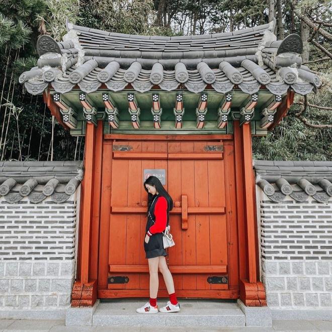 Jun Vu duoc khen du khong dien do khoe vong mot hinh anh 7