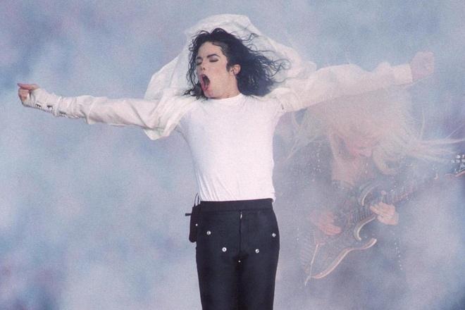 Michael Jackson trinh dien dieu nhay moonwalk hinh anh