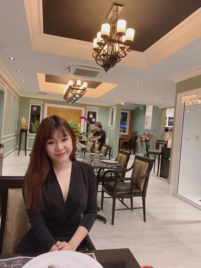 Ben canh bikini, Yen Xuan thich mac do bo sat, vay khoe lung tran hinh anh 6