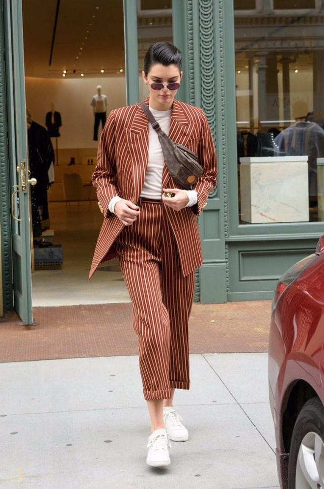 Kendall Jenner lang xe hang hiem cua Louis Vuitton tu nam 2001? hinh anh 4