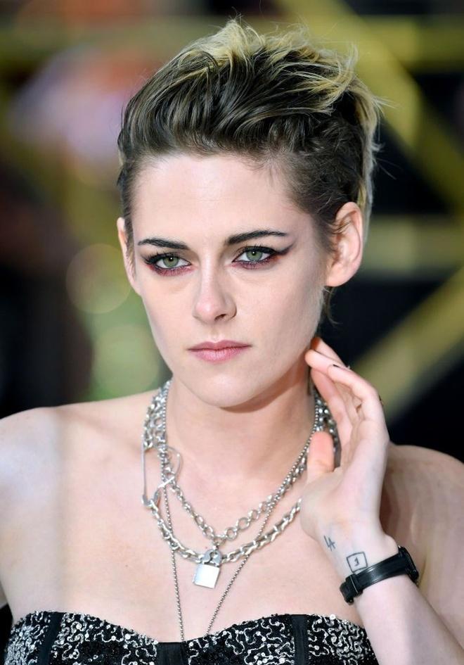 Kristen Stewart phoi do khong theo chuan muc nao len tham do hinh anh 4