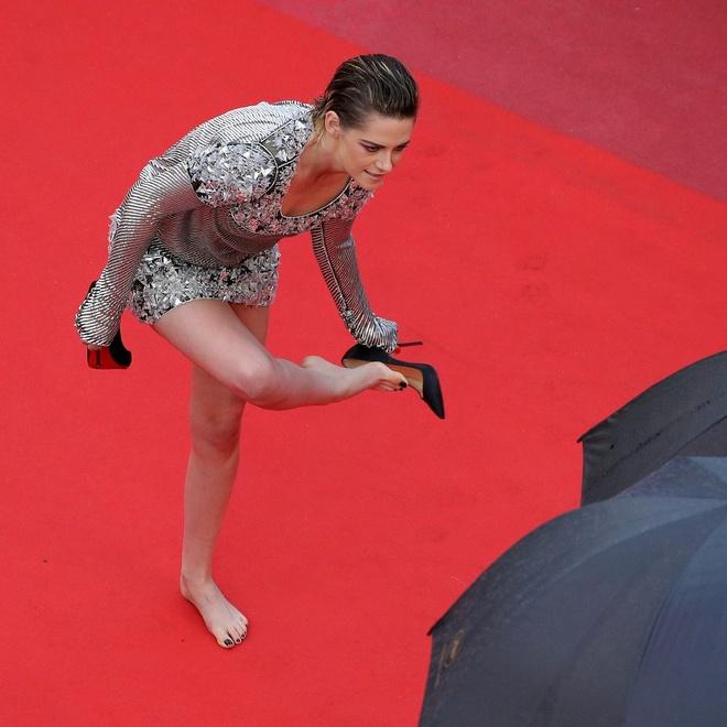 Kristen Stewart phoi do khong theo chuan muc nao len tham do hinh anh 6