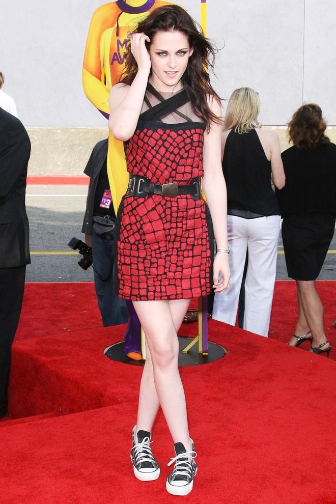 Kristen Stewart phoi do khong theo chuan muc nao len tham do hinh anh 5