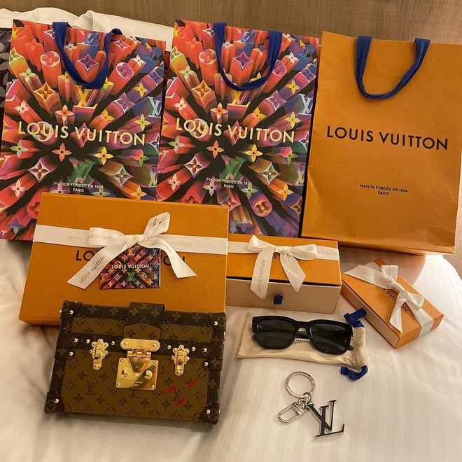 Duy Manh tang ban gai tui Louis Vuitton gia 5.500 USD hinh anh 2