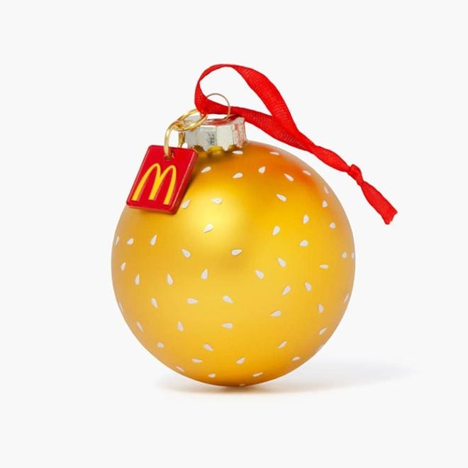 McDonald lan san sang ban quan ao, nhanh chong chay hang hinh anh 7
