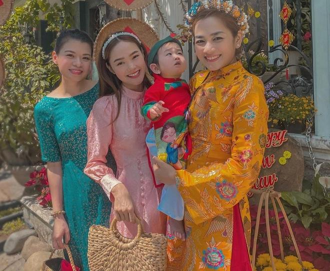 H'Hen Nie mung 2 Tet dien do ca tinh, Minh Hang mac ao dai hong gam hinh anh 3 81834748_116070693099762_541938009569000052_n_1.jpg