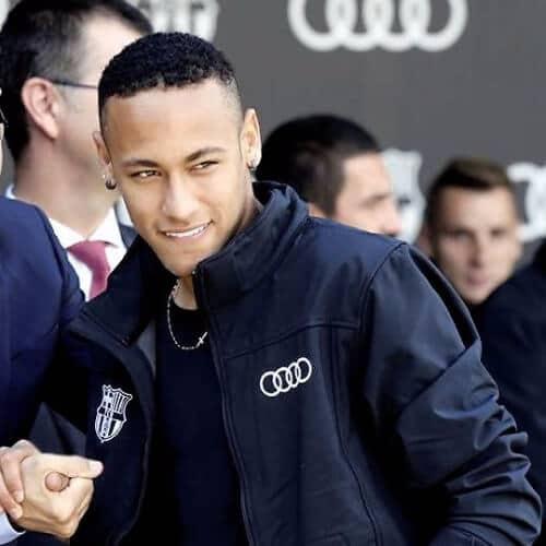 Nhuom hong, xoan xu va nhung kieu toc an tuong cua Neymar hinh anh 5 neymar_haircut_short.jpg