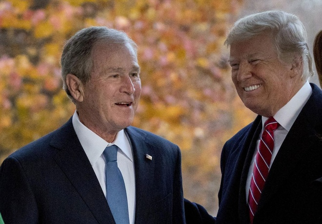 Tong thong Trump che gieu loi keu goi cua cuu tong thong Bush 'con' hinh anh 1 Trump_va_bush.jpg