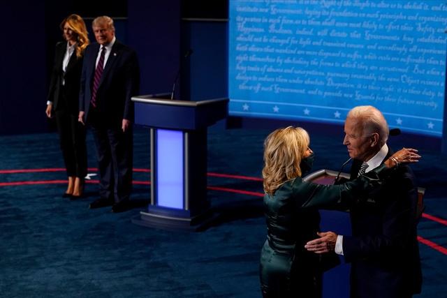 Dieu gi khien ong Biden noi gian trong cuoc tranh luan bau cu? anh 1