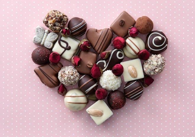 3. Ý nghĩa của chocolate trong lễ tình nhân?                         Tượng trưng cho sự hòa quyện trong tình yêu Được coi như một thực phẩm quyền lực và sức mạnh Cả 2 ý kiến trên                         Bạn sẽ cảm nhận được đầy đủ các vị chát, đắng, ngọt bùi... giống trong tình tình yêu khi ăn chocolate. Tình yêu có khi ngọt ngào, lúc đắng chát nhưng lại luôn mang đến cho con người sự thích thú khi được trải nghiệm.