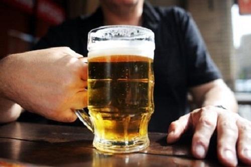 Dieu gi xay ra voi co the khi ban uong bia? hinh anh