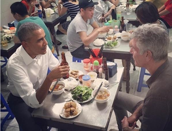 Canh Obama an bun cha se len truyen hinh My hinh anh