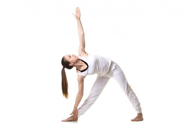 7 dong tac yoga giup nguc day dan hinh anh 2