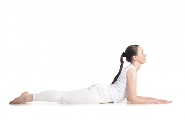 7 dong tac yoga giup nguc day dan hinh anh 3