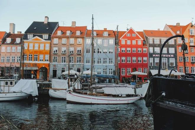 24 gio trai nghiem Copenhagen day sac mau hinh anh