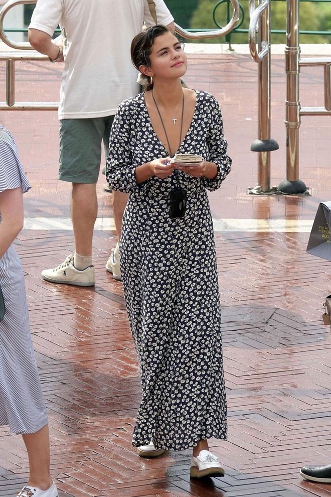 Selena Gomez, co nang cham dien vay quan nhat Hollywood hinh anh 1