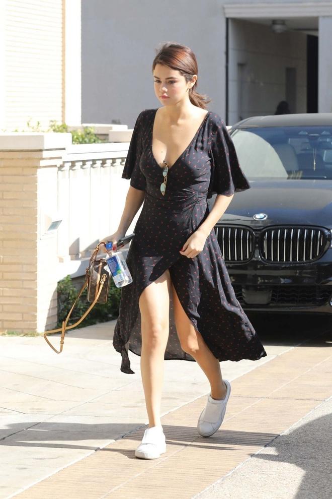 Selena Gomez, co nang cham dien vay quan nhat Hollywood hinh anh 2