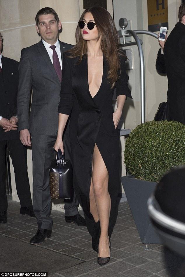 Selena Gomez, co nang cham dien vay quan nhat Hollywood hinh anh 4