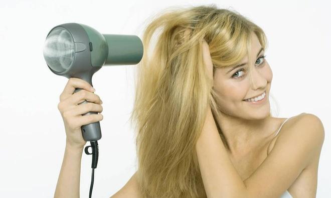 5 sai lầm tạo kiểu gây tổn thương mái tóc