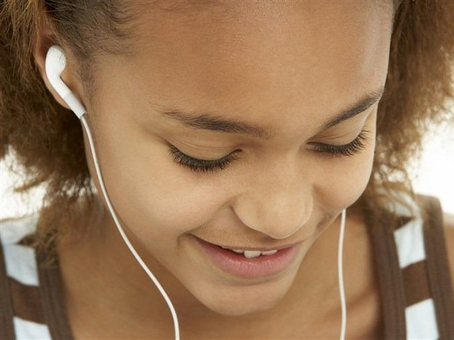 Đeo tai nghe quá nhiều gây hại như thế nào?