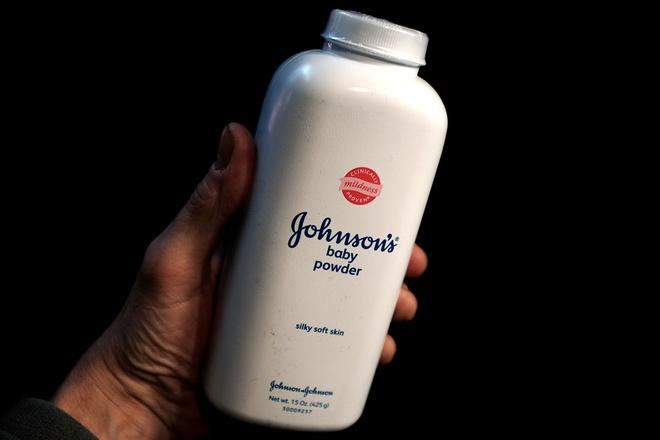 Johnson & Johnson giau thong tin phan rom chua chat gay ung thu? hinh anh