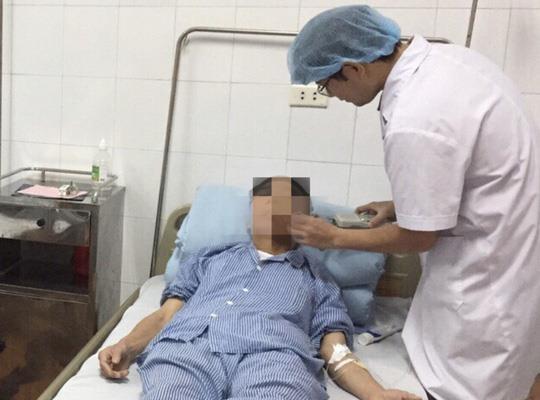 Tưởng mắc quai bị, nam thanh niên bị sỏi ống tuyến nước bọt