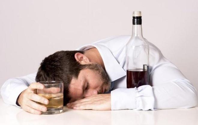 Dấu hiệu cảnh báo bạn không được uống rượu