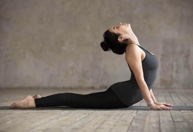Bai tap yoga cho vong mot anh 5