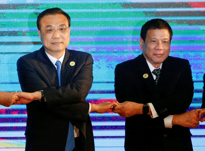 Cang thang voi My, Tong thong Duterte tham Trung Quoc hinh anh 1