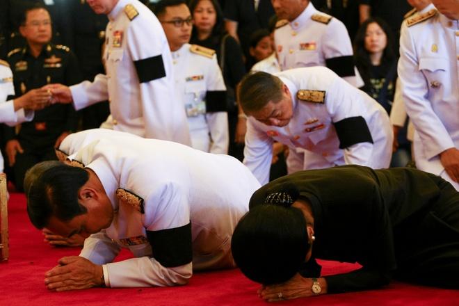 Noi cac Thai Lan vieng Quoc vuong Bhumibol hinh anh