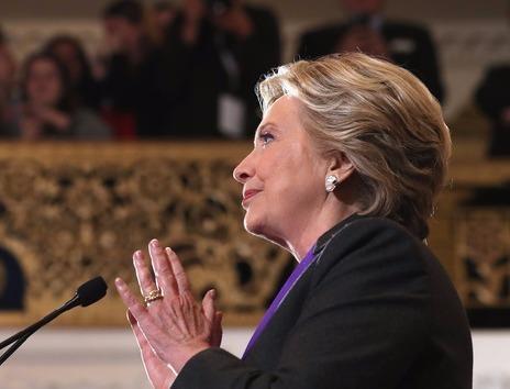 Clinton vuot Trump hon 2 trieu phieu pho thong hinh anh